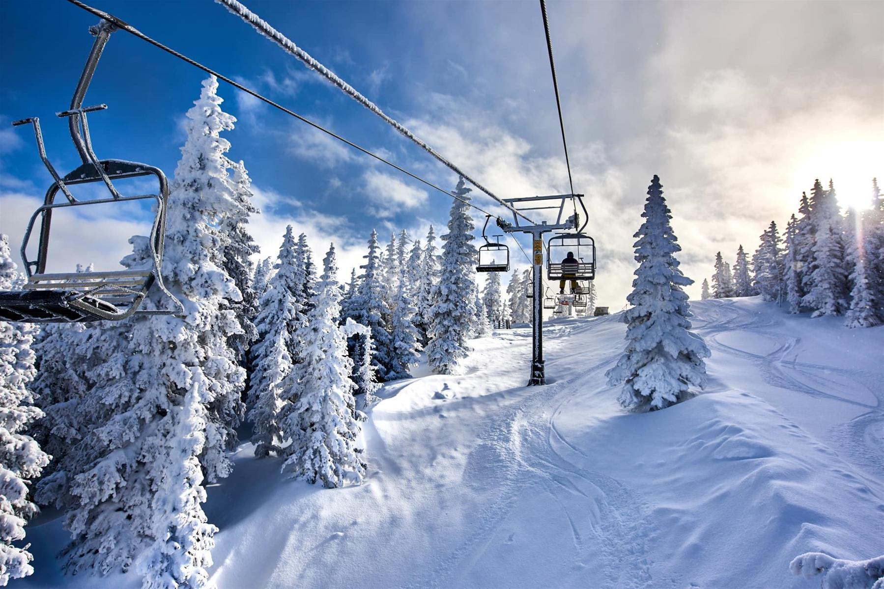 ski santa fe chairlift and lift line