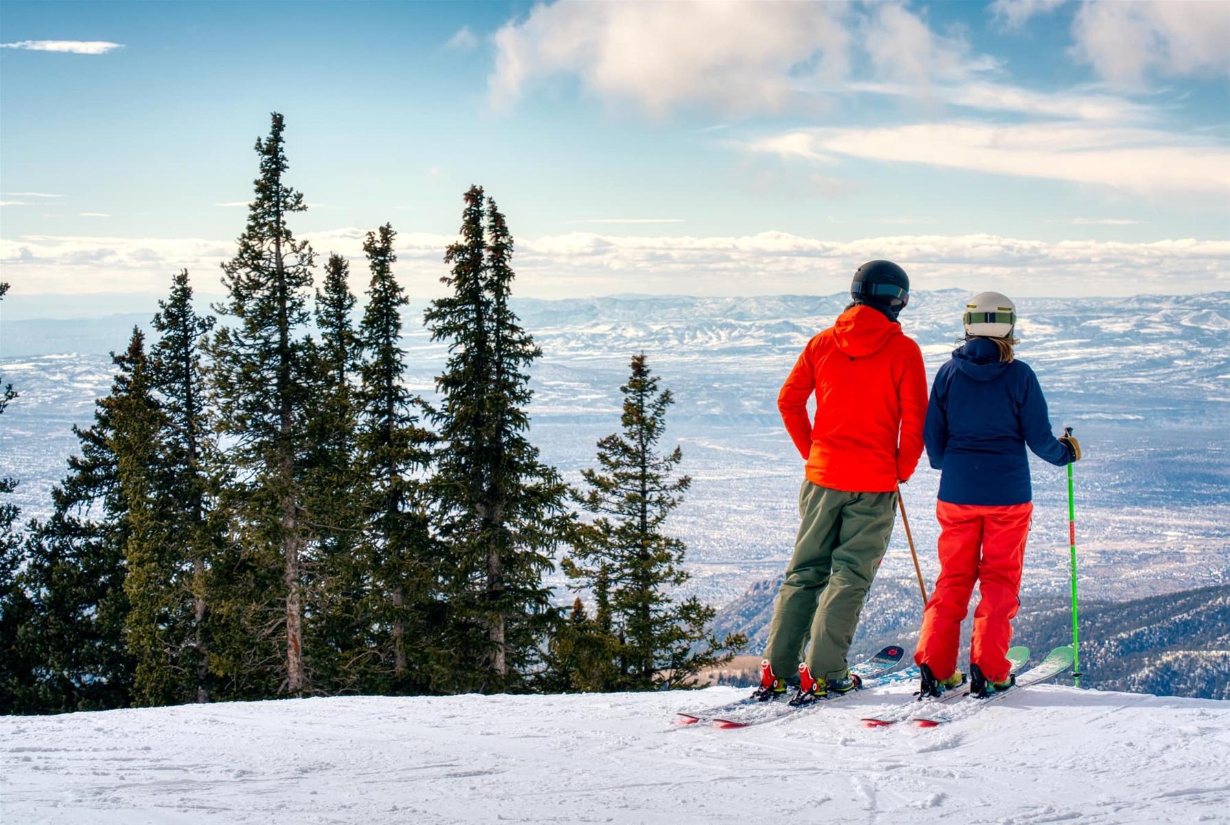 ski santa fe skiers looking at the view